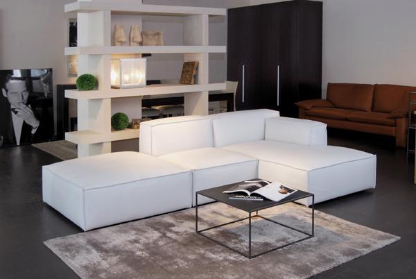 meubles lausanne eggenberger table de lit a roulettes. Black Bedroom Furniture Sets. Home Design Ideas